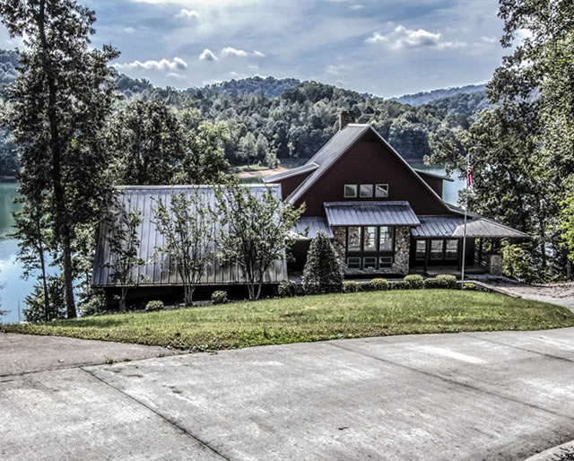 Cove Pointe Vacation Homes for sale on Norris Lake